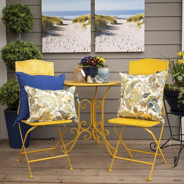 muebles-amarillos-terraza-diseno