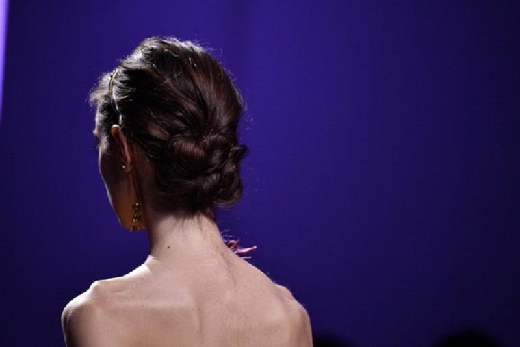 peinados de fiesta-moni-bajo-romantico