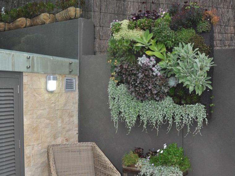 hermoso jardín vertical moderno