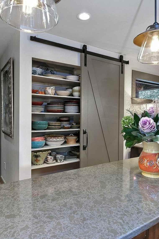 despensa de cocina con puerta corredera