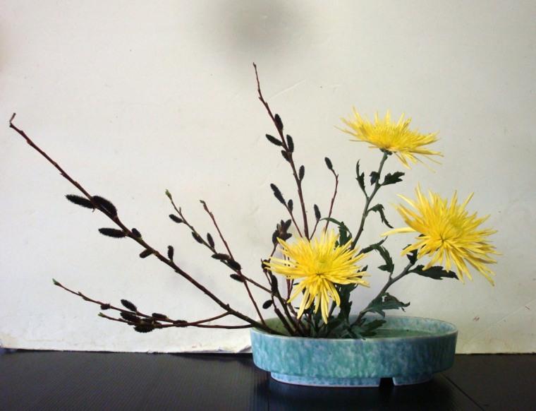 bonito arreglo floral japonés minimalista