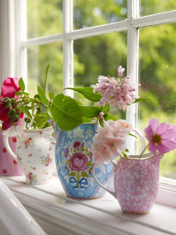ramo de flores estilo vasos ventana