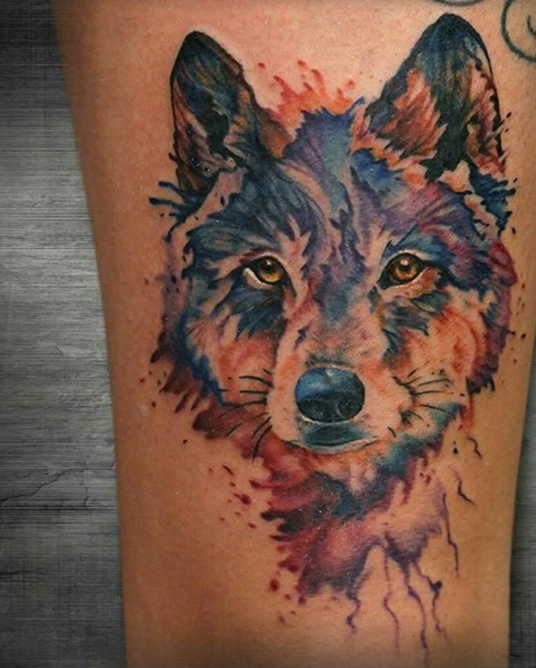 tatuaje-lobo-combinacion-colores-diseno
