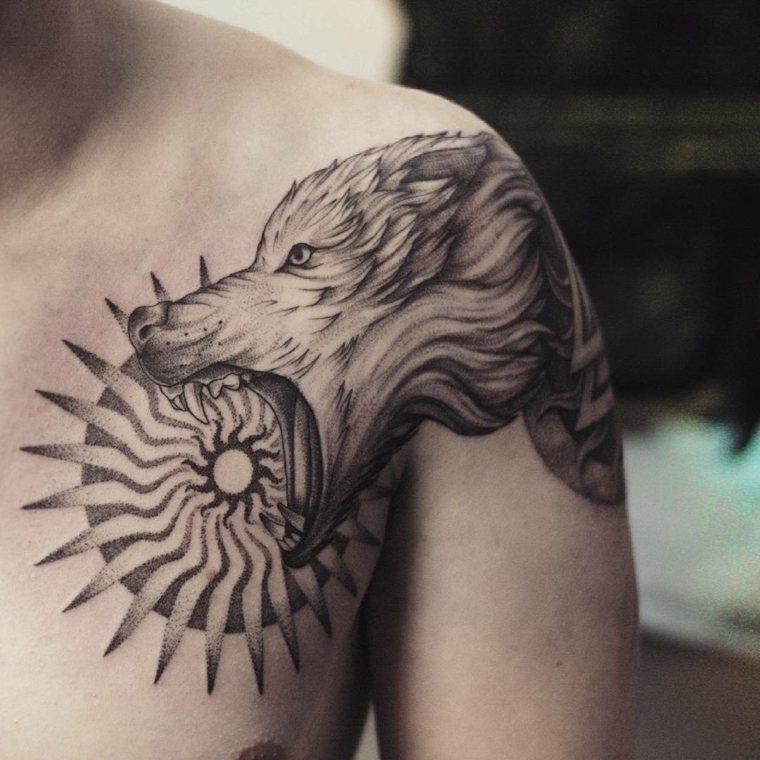 tatuaje-sol-mitologico-lobo-diseno