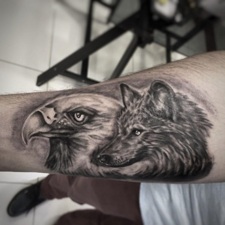 tatuajes-de-lobos-agula-diseno-antebrazo