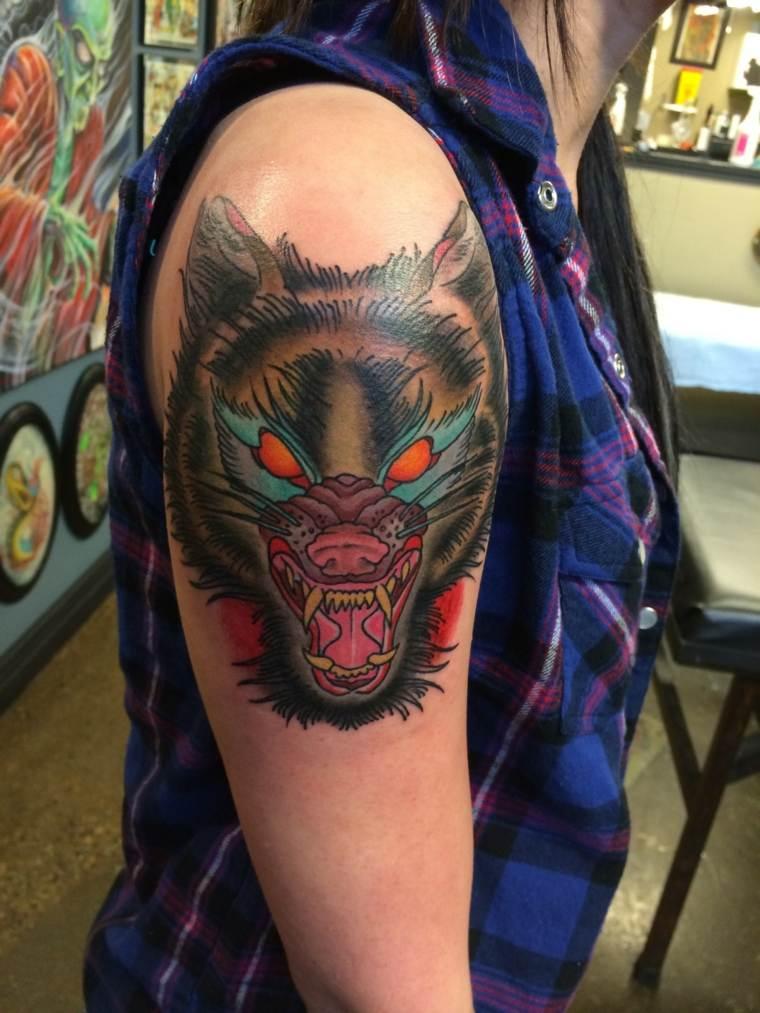 tatuajes de lobos-colores-diseno-moderno