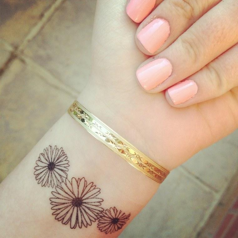 tatuajes-elegantes-mujeres-flores-muneca