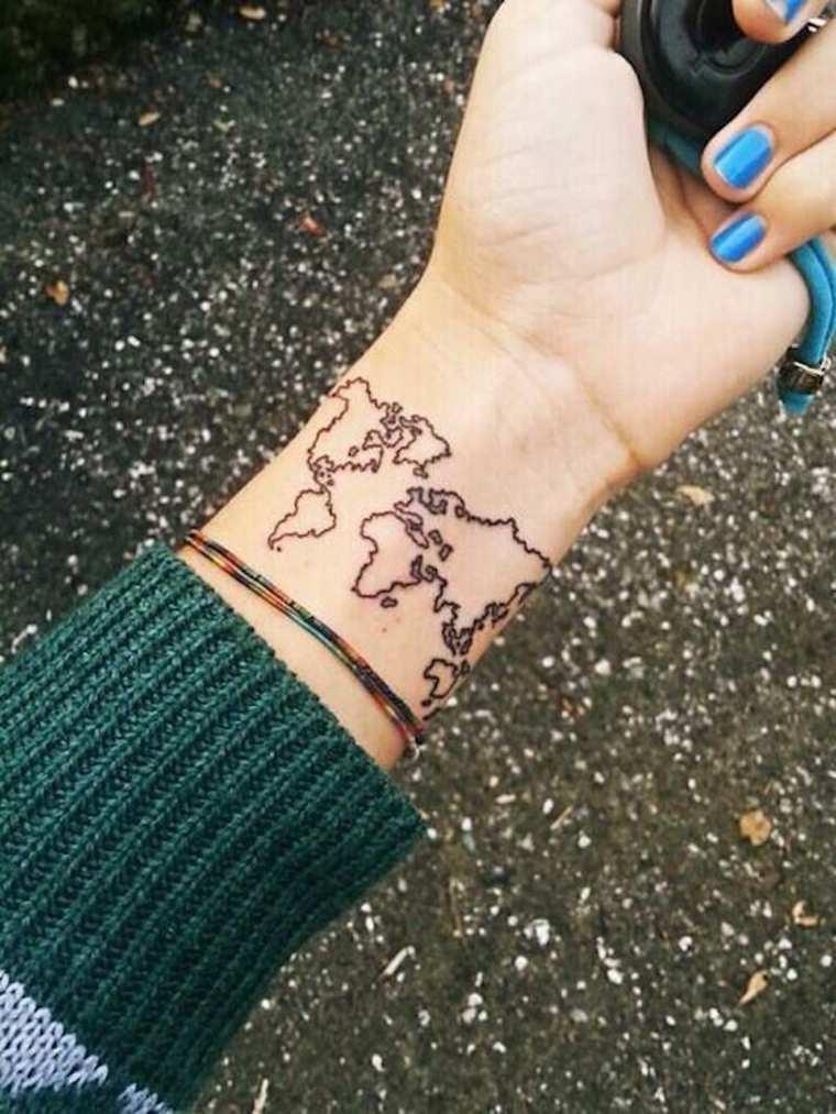 tatuajes-elegantes-mujeres-mapa-mundo