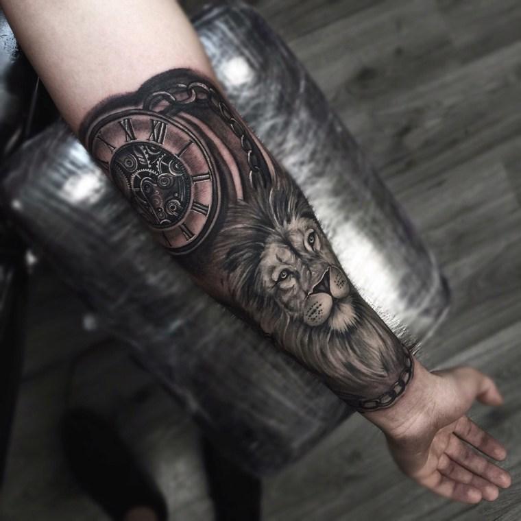 tatuajes-en-el-antebrazo-leon-reloj