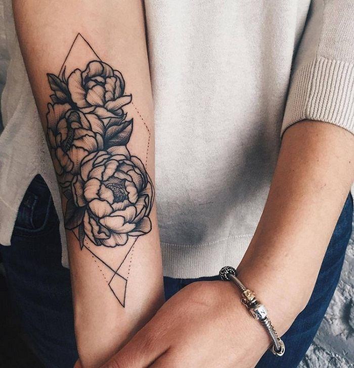 tatuajes en el antebrazo motivo flora