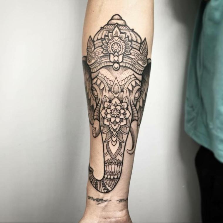 tatuajes-en-el-antebrazo-unicos-ornamental-rostro-elefante