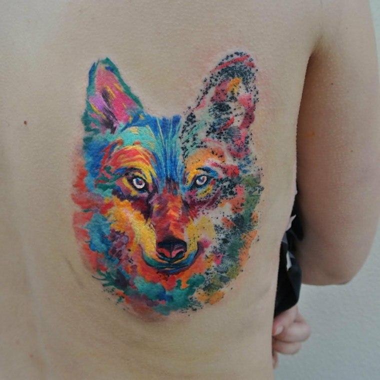 tatuajes-espalda-colorido-diseno-moderno