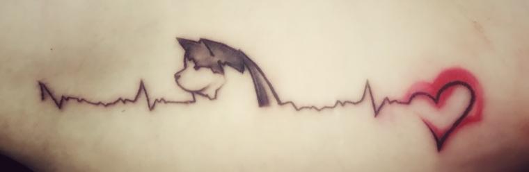 tatuajes-latido-corazon-perro-homenaje