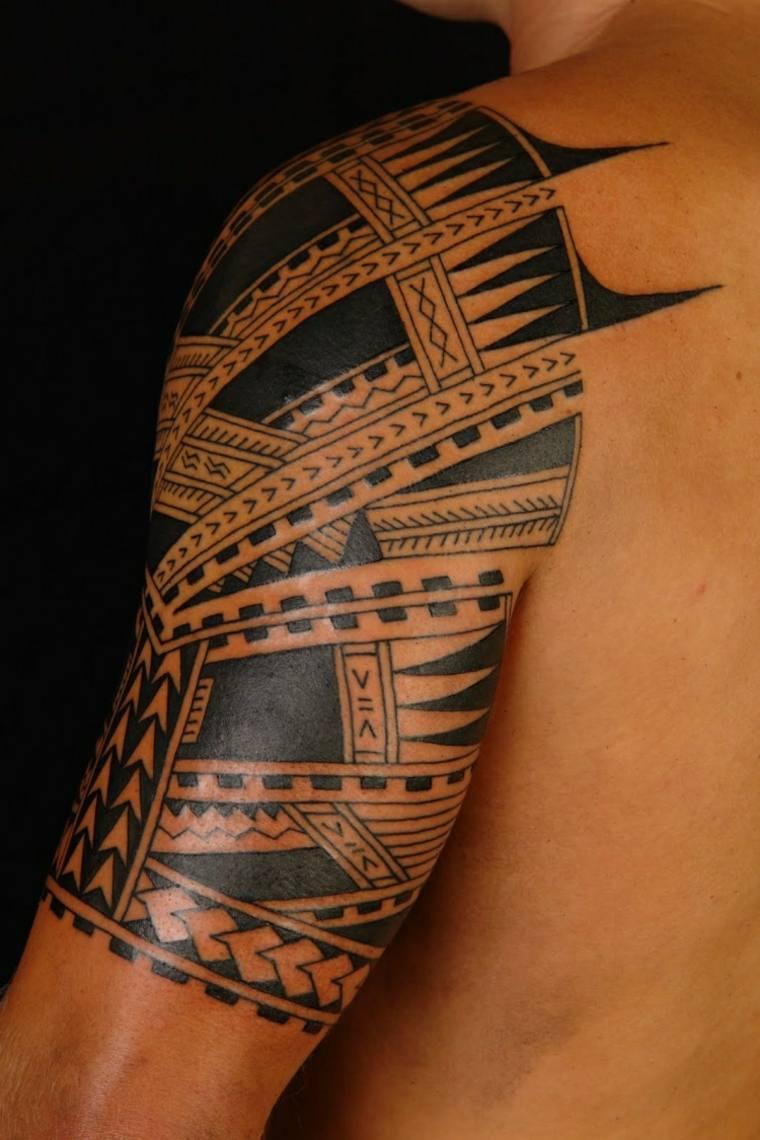 diseño de tatuaje de hombre con tribales