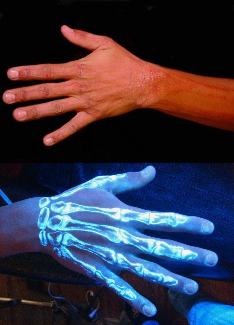 tatuajes originales ideas manos esqueleto