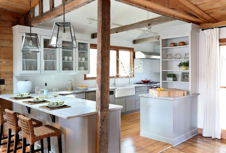 cocina con viga de madera rústica