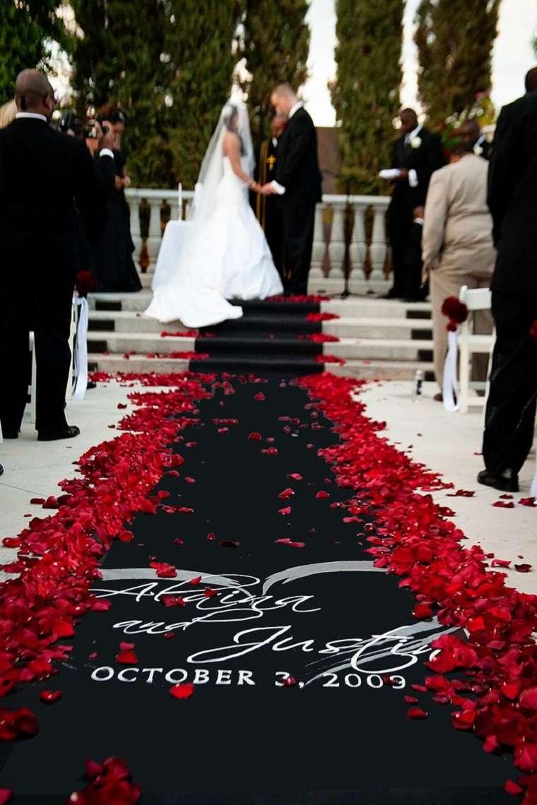 boda-opciones-rosas-rojas-alfombra-negra