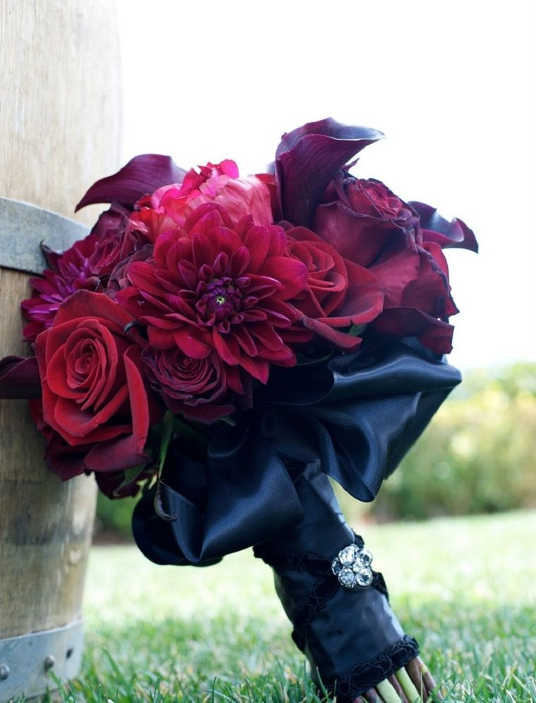 bodas-tematicas-halloween-ramo-negro-rojo