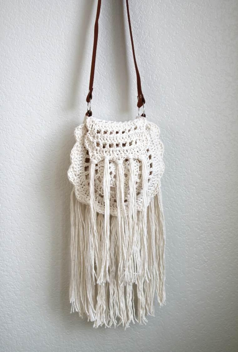 diseño de bolso de trapillo con flecos