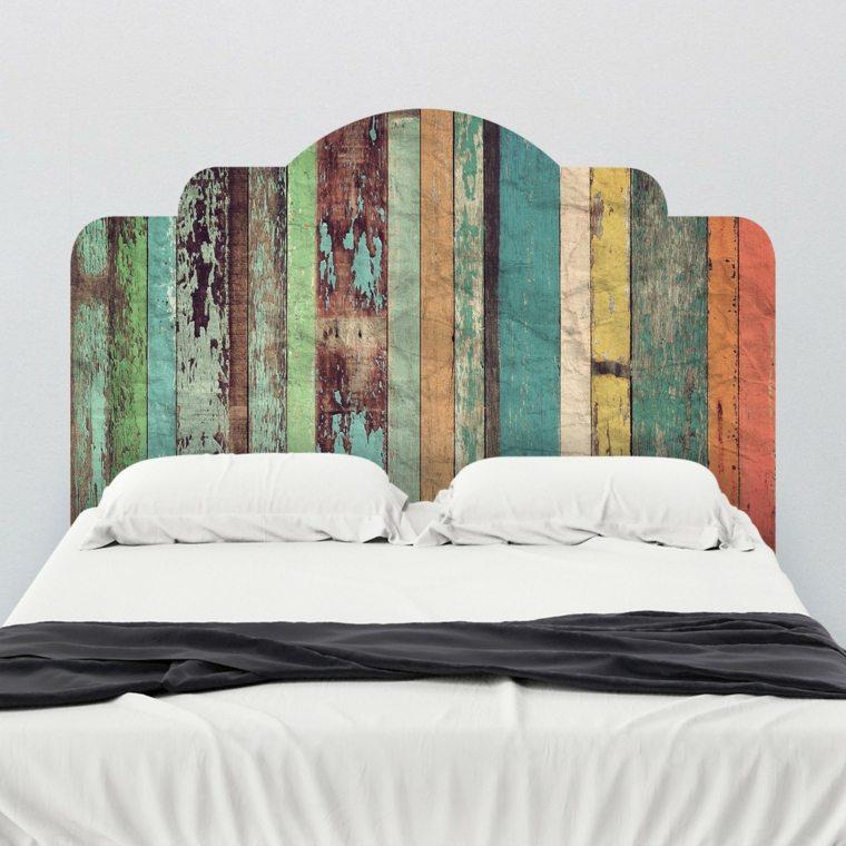 cabecero de madera de colores