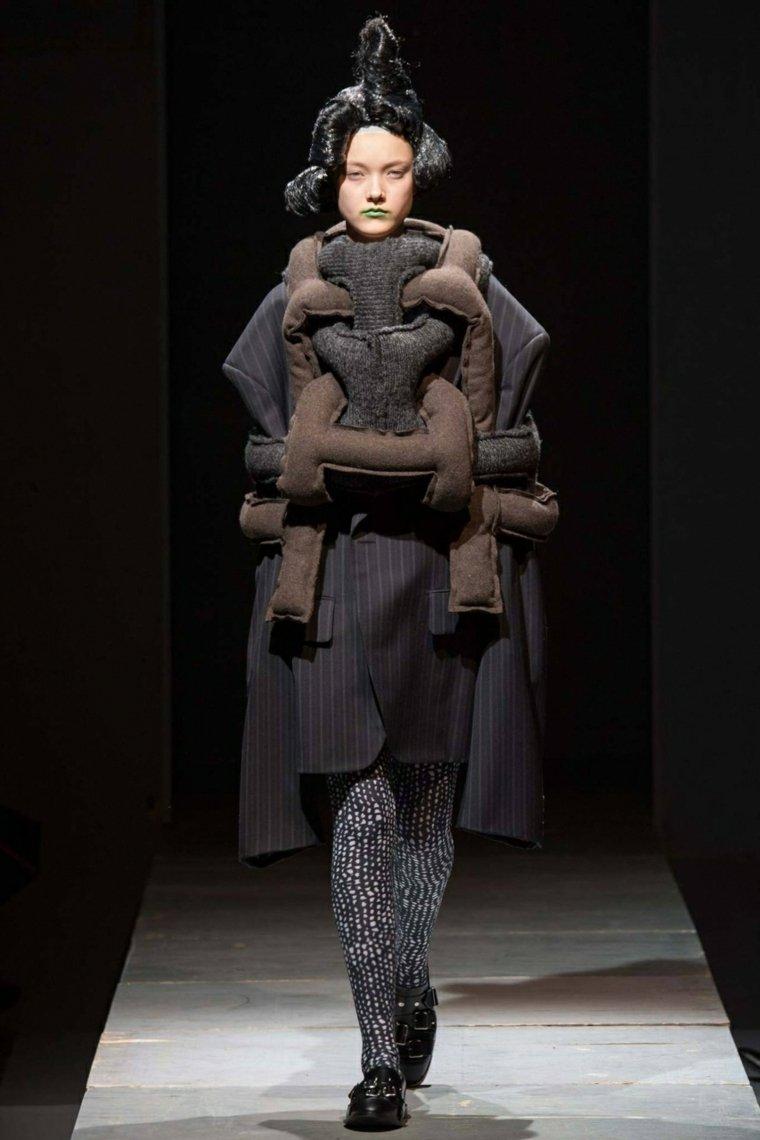 la moda deconstructivismo colores oscuros negro