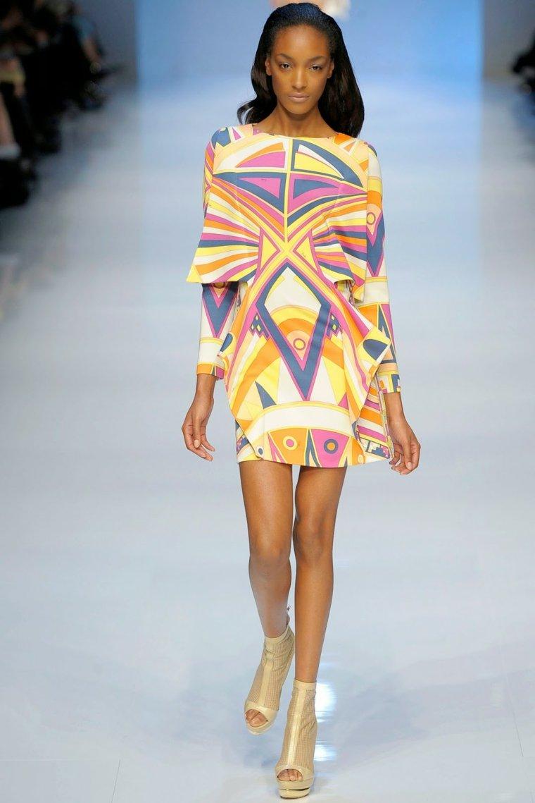 diseno-de-moda-estilo-geometrico-vestido-corto-llamativo