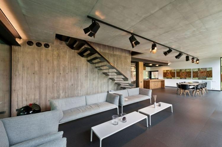 escaleras de interior acero suelo