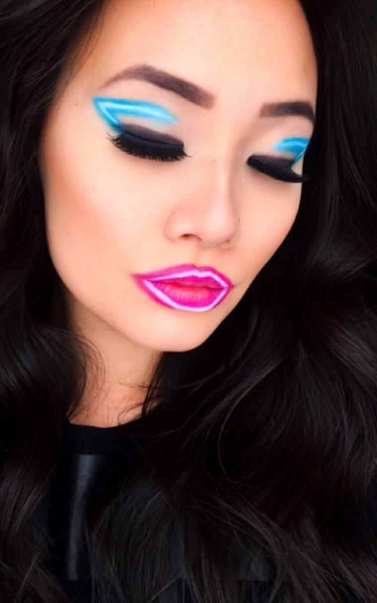 maquillaje neon-delineador-ojos-azul-lapiz-labios