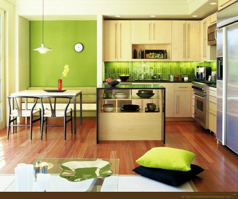 cocina con paredes y azulejos verdes