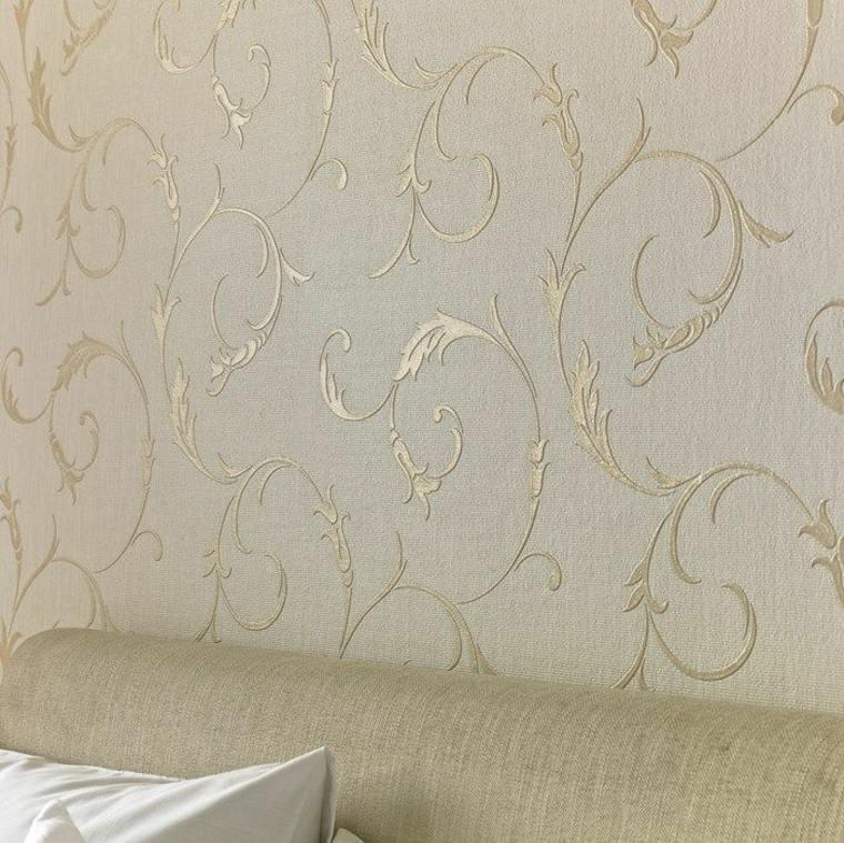papel pintado con elementos dorados