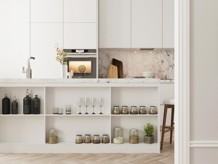 cocina con salpicadero de mármol