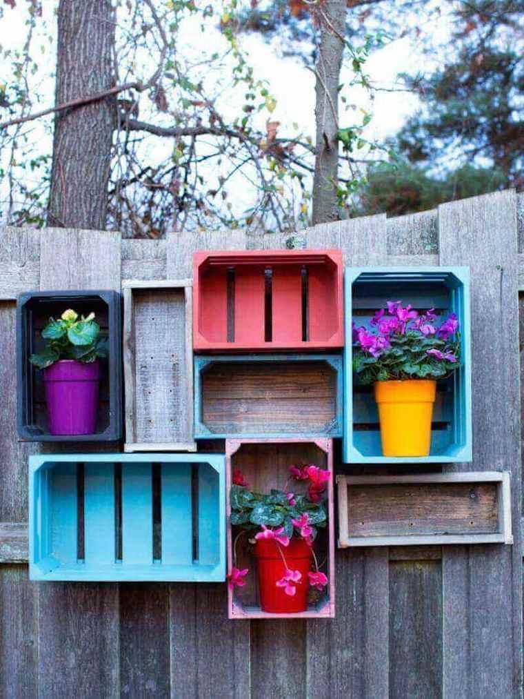 vallas de jardín con cajas