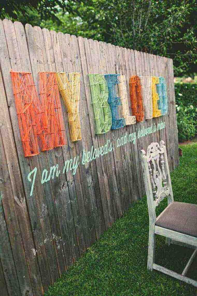 vallas de jardín con carteles