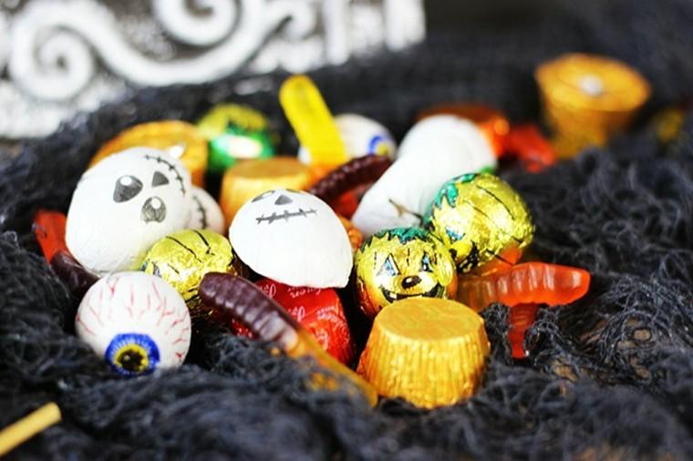 brochetas de gominolas y caramelos