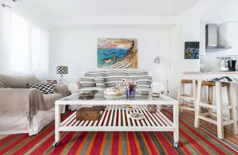 alfombra-colorida-muebles-blancos
