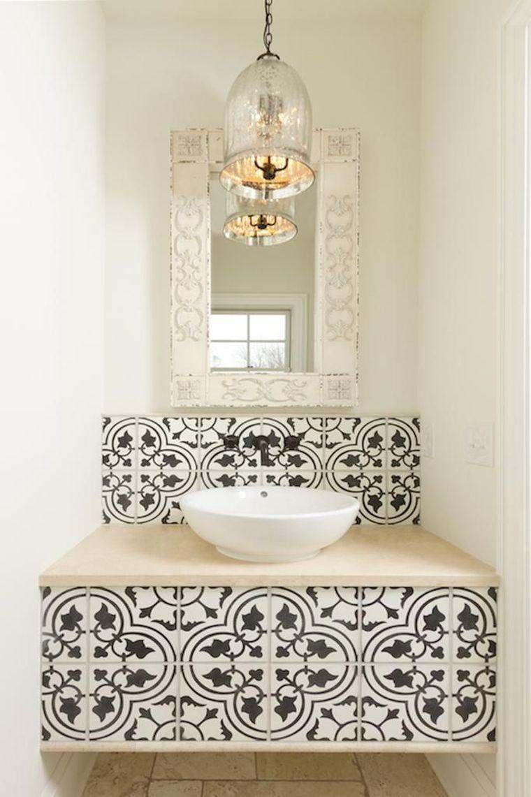 bonito diseño de baño con azulejos