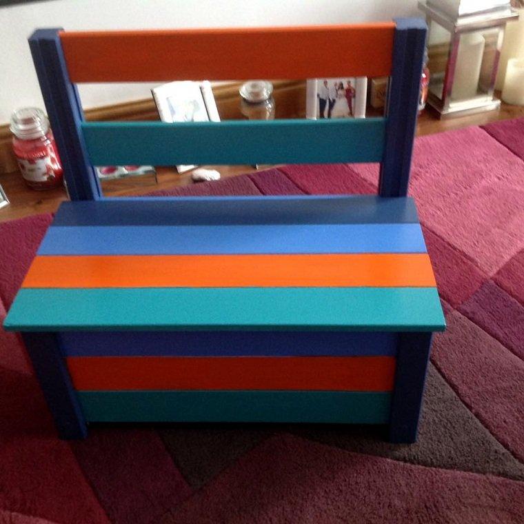 banco-habitacion-infantil-juguetes-colores