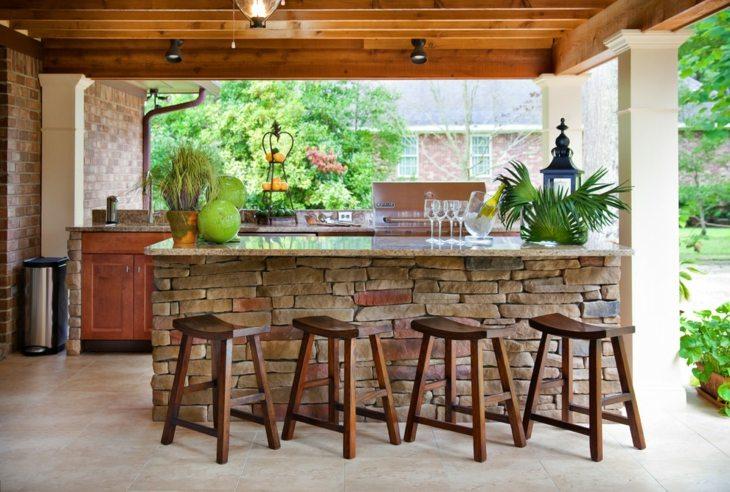banquetas madera pulida clara
