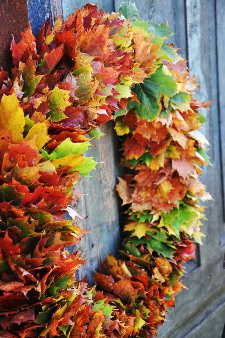 bella-guirnalda-hojas-secas-colores-estilo-moderno