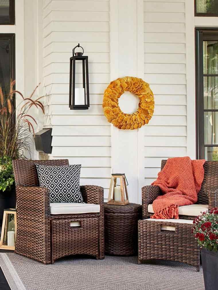 casas-decoradas-otono-muebles-ratan-exterior