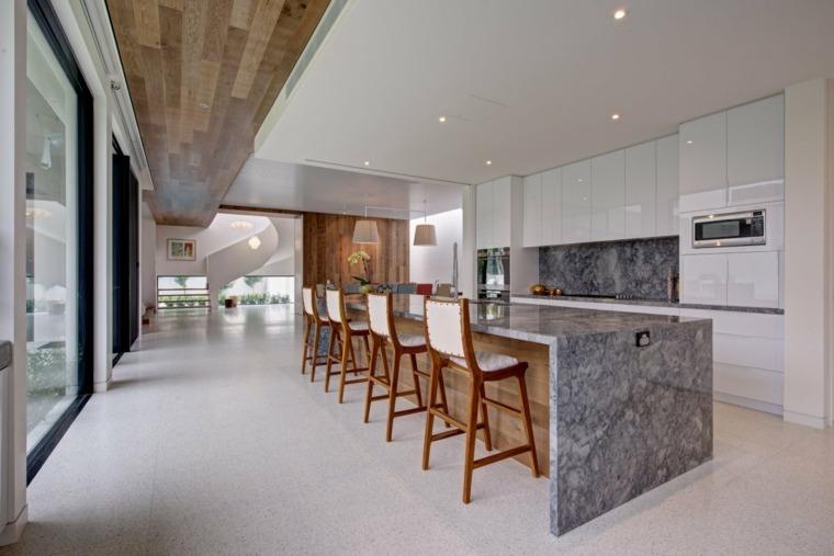 cocina-amplia-diseno-marmol-opciones-originales