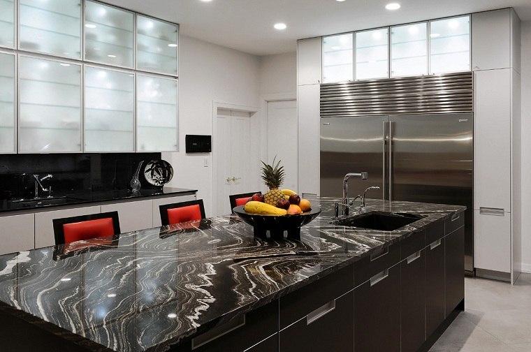cocina-de-granito-negro-diseno-moderno-isla-estilo