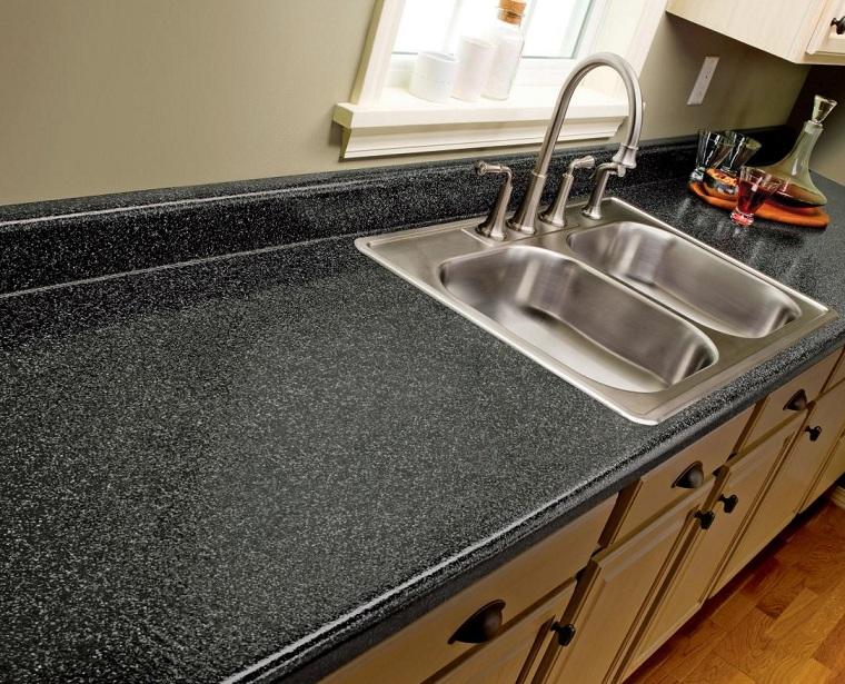 cocina-de-granito-negro-diseno-moderno-lavabo