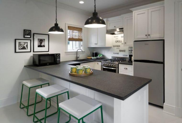 cocina-de-granito-negro-opciones-cocinas-pequenas-barra