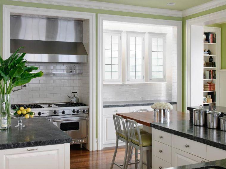 cocina-de-granito-negro-opciones-diseno-clasico