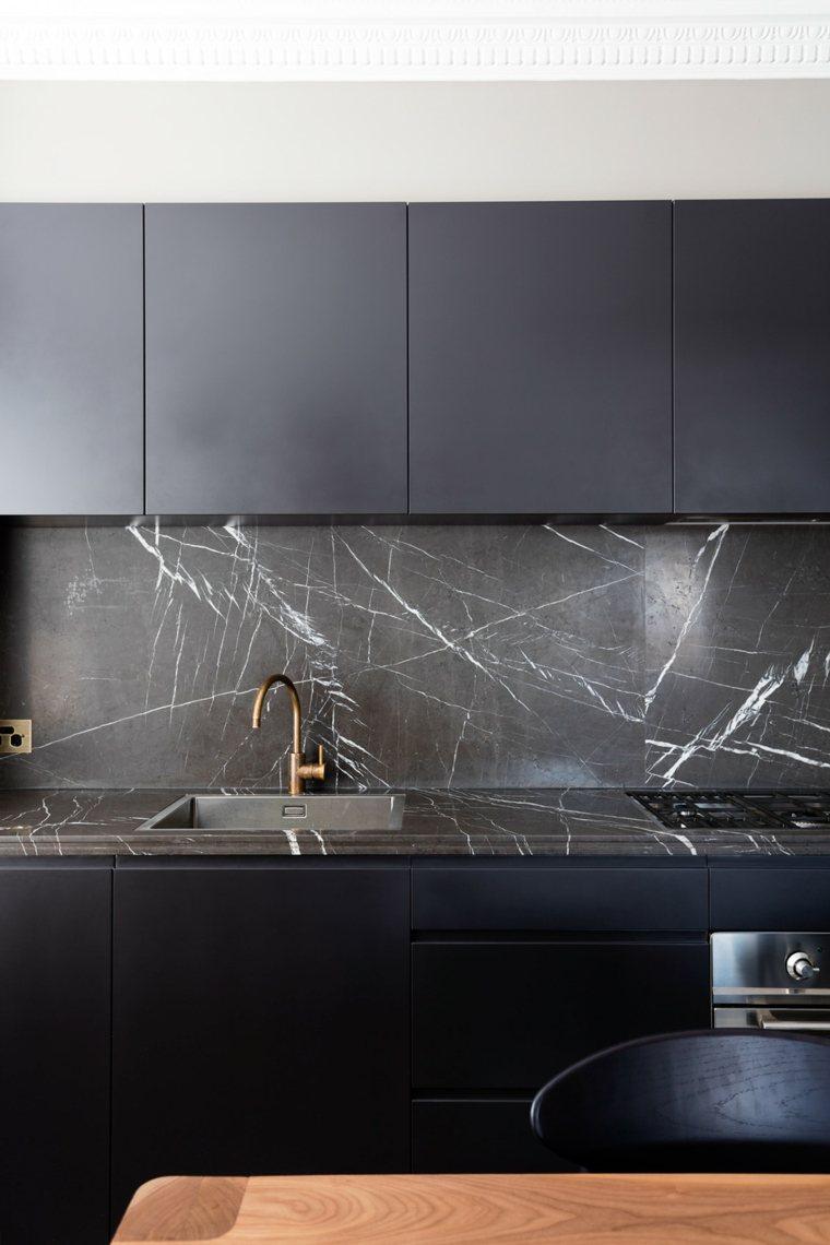 cocina-de-granito-negro-salpicadero-encimera-opciones