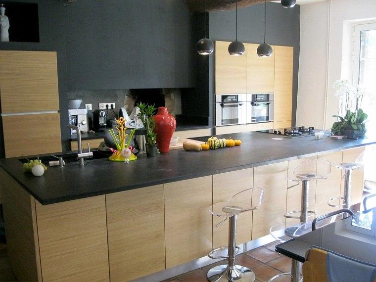cocina-encimera-granito-negro-estilo-moderno