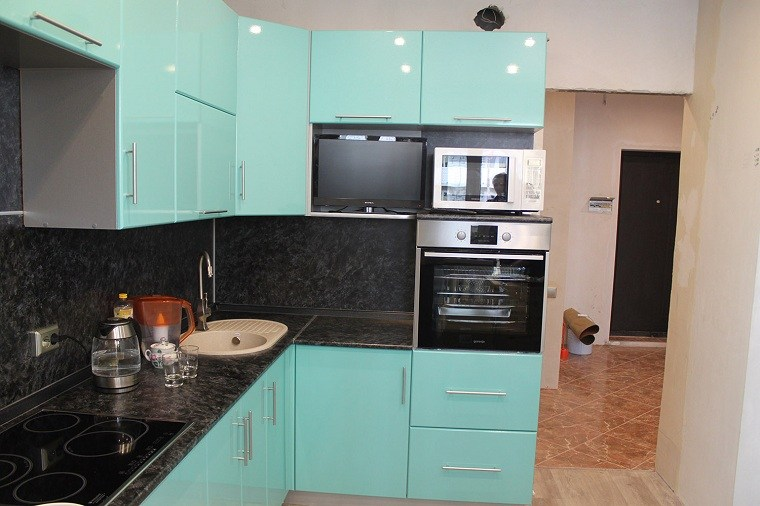 Cocina de granito negro 69 fotos inspiradoras de espacios elegantes - Encimeras de marmol para cocinas ...