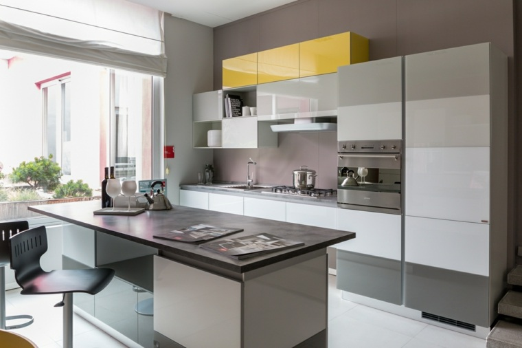 Cocinas peque as con isla 20 ideas en fotos y consejos for Muebles de cocina con isla central