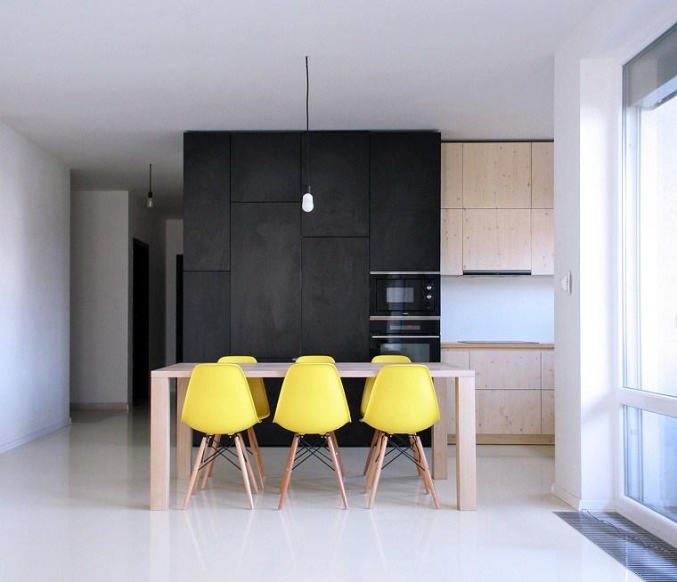 color-amarillo-cocina-diseno-comedor-sillas